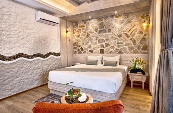 couple double room in Arushi Hotel