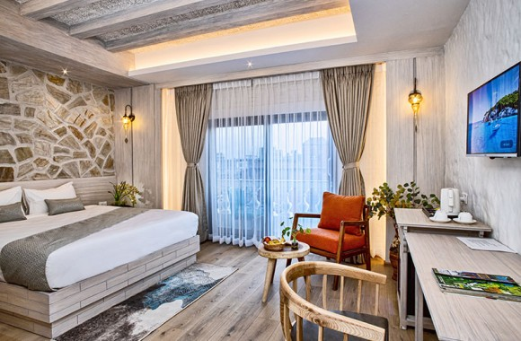 deluxe couple room in Arushi Hotel
