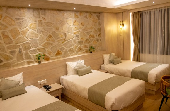 triple bed deluxe room